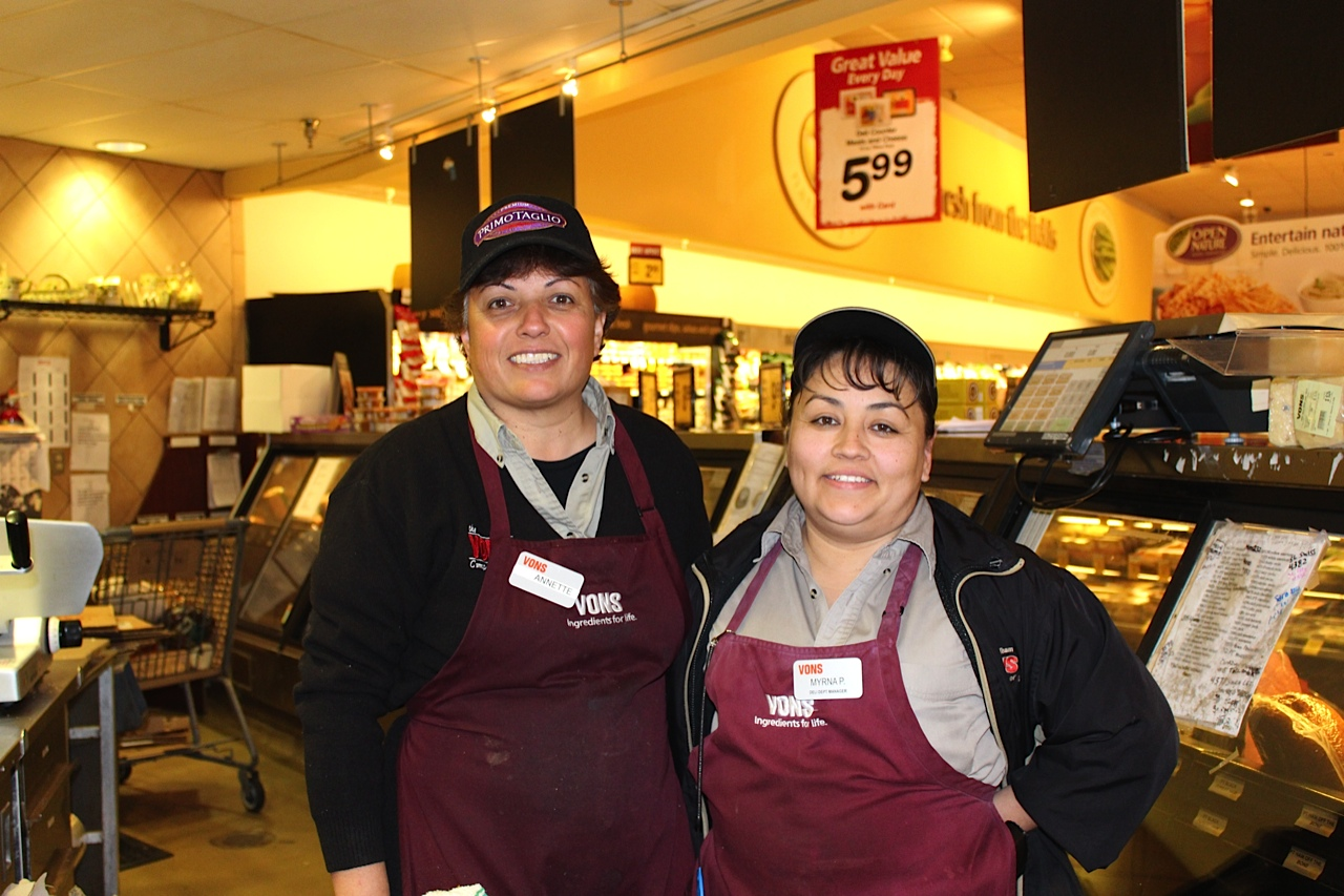 Union Grocery Store Workers At Vons In California. Courtesy Of UFCW Western  States Council.  Courtesy Clerk
