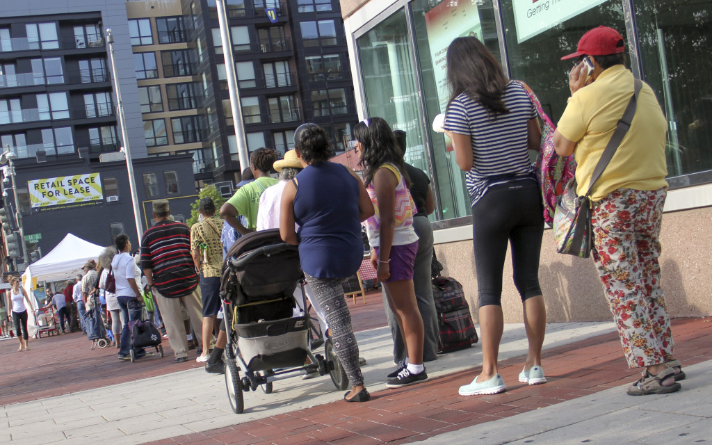 DC Residents in Line for Farmers Market