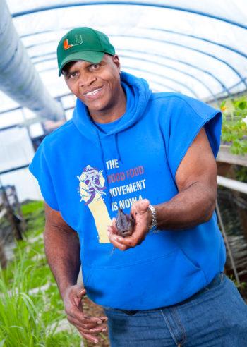 Milwaukee está Demostrando Cómo la Jardinería Urbana se Puede Curar de una Ciudad - Civil Come 3