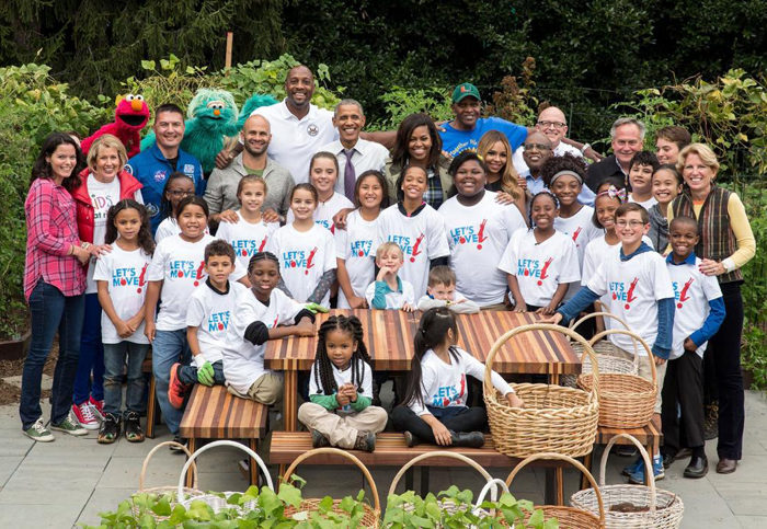 Will Allen (back row, right) at a 2016 White House garden event, alongside Barack and Michelle Obama, Alonzo Mourning, the Muppets, and many others. (Official White House photo by Chuck Kennedy)