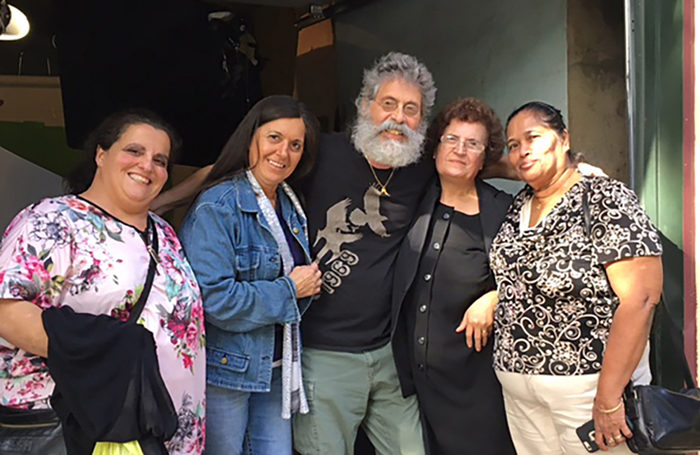 Nonnas Piera Coffaro (Italy), Christina Carozza (Italy), Ploumitsa Zimnis (Greece) and May P. Joseph (Sri Lanka) with Jody Scaravella. (Photo by Maria Zimnis)