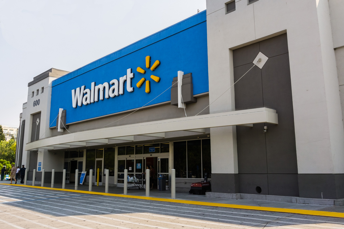 the front of a walmart supercenter