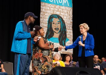Elizabeth Warren with Chris Robinson (left) and Laural Clinton of the Iowa CCI Action Fund. (Photo credit: Karla Conrad)