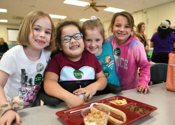 Students eating school food at Hamburg CSD in upstate New York. (Photo by Nancy J. Parisi for AFT)