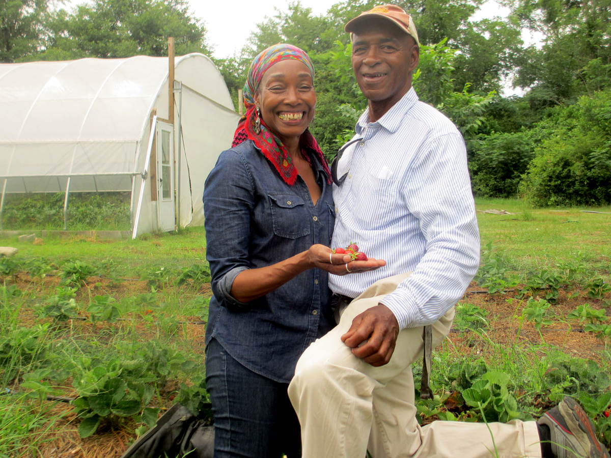 Jennifer Taylor and Ron Gilmore at their Georgia farm. (Photo credit: Candace Pollock Moore / SSARE)