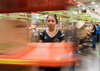 A volunteer at the at the Houston Food Bank. (USDA photo by Lance Cheung)