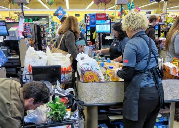 Long lines at a Vons market in Claremont, California 3-13-20.