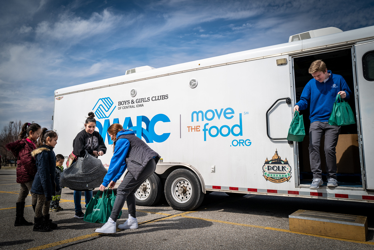 food assistance from a mobile food pantry. (Photo CC-licensed by Phil Roeder)