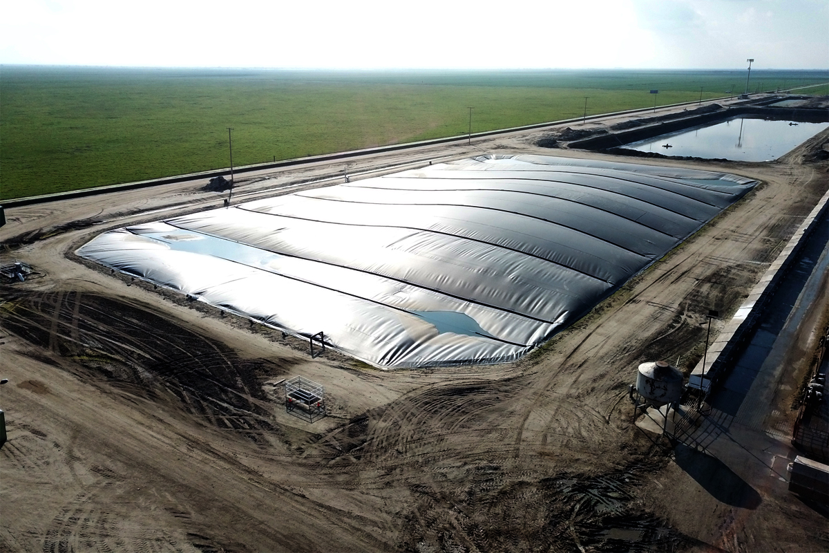 The Riverview Dairy Digester in Pixley, California. It receives manure from roughly 3,000 milk cows, plus replacement stock. (Photo courtesy of Maas Energy Works)