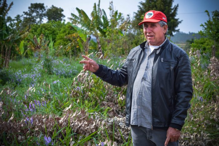 Antonio Capitani describes the workings of an MST ecological farm. (Photo by Rafael Forsetto)