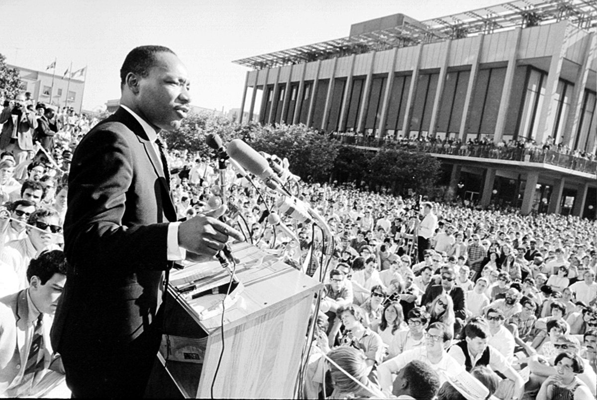 Civil rights leader Reverend Martin Luther King, Jr. delivers a speech to a crowd of approximately 7,000 people on May 17, 1967 at UC Berkeley's Sproul Plaza in Berkeley, California. (Photo by Michael Ochs Archives/Getty Images)