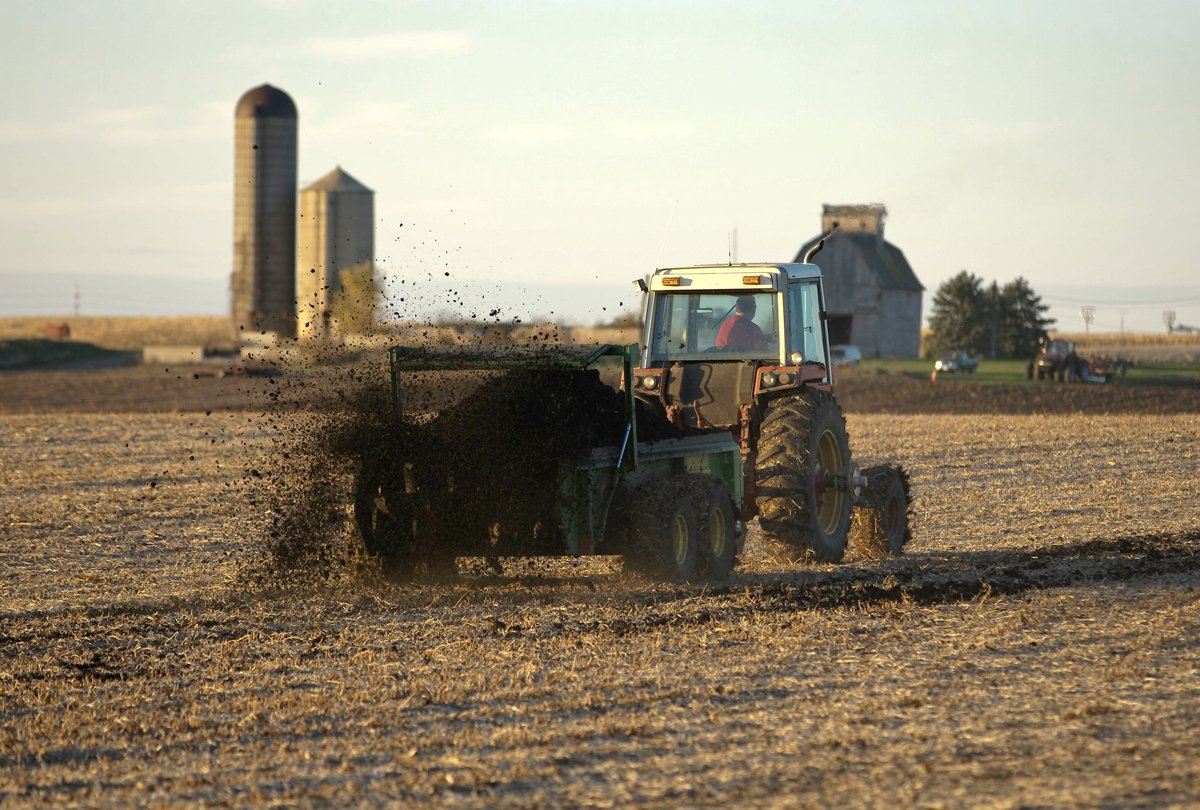 Biosolids applied on a farm field. (Photo CC-licensed by the City of Geneva on Flickr)
