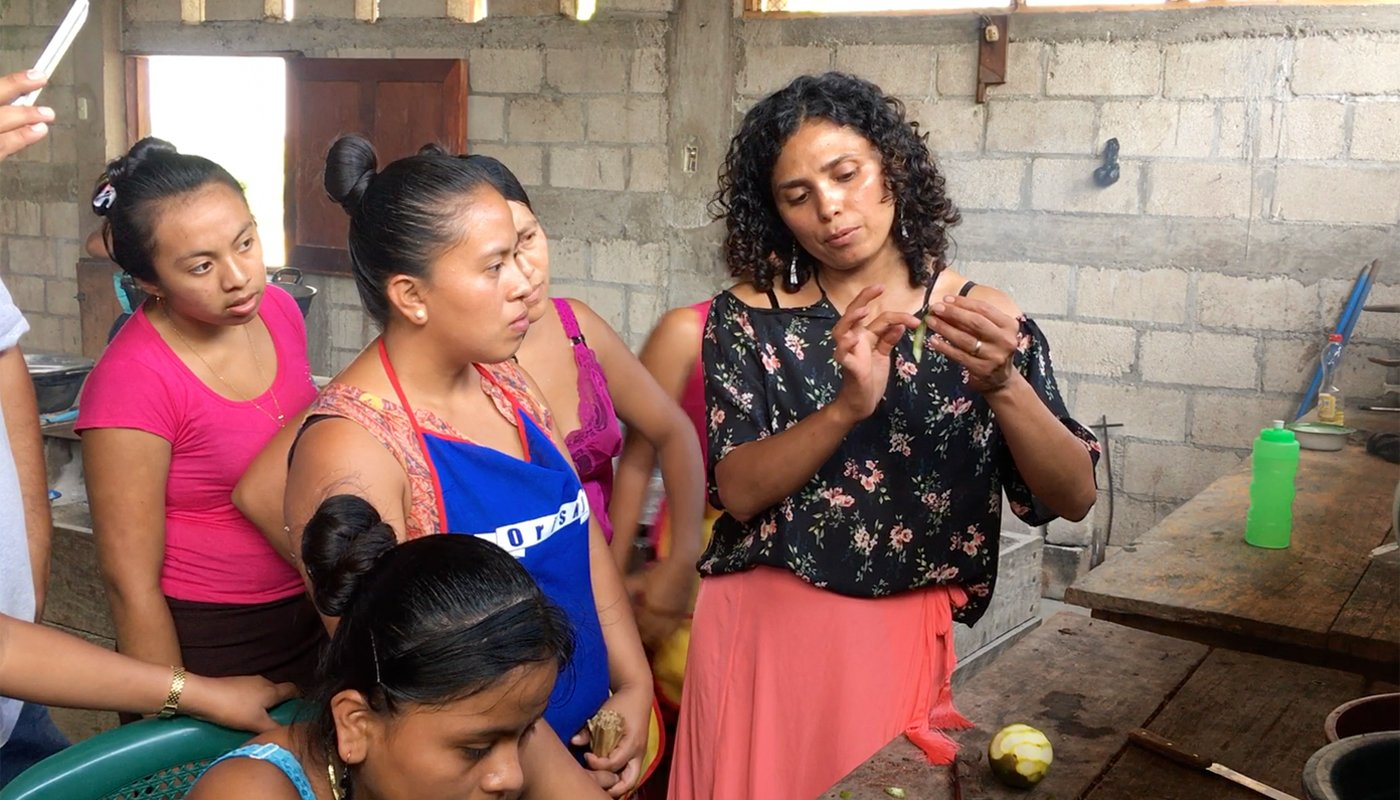 Karla McNeil-Rueda (center) teaching Guatemalan women to prepare chocolate. (Photo credit: Madeline Weeks)