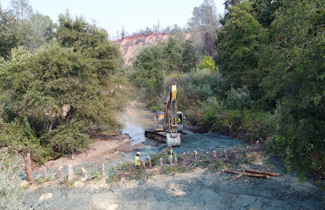 Building a beaver dam analogue on Yurok land. (Photo courtesy of Matt Mais, Yurok Tribe)