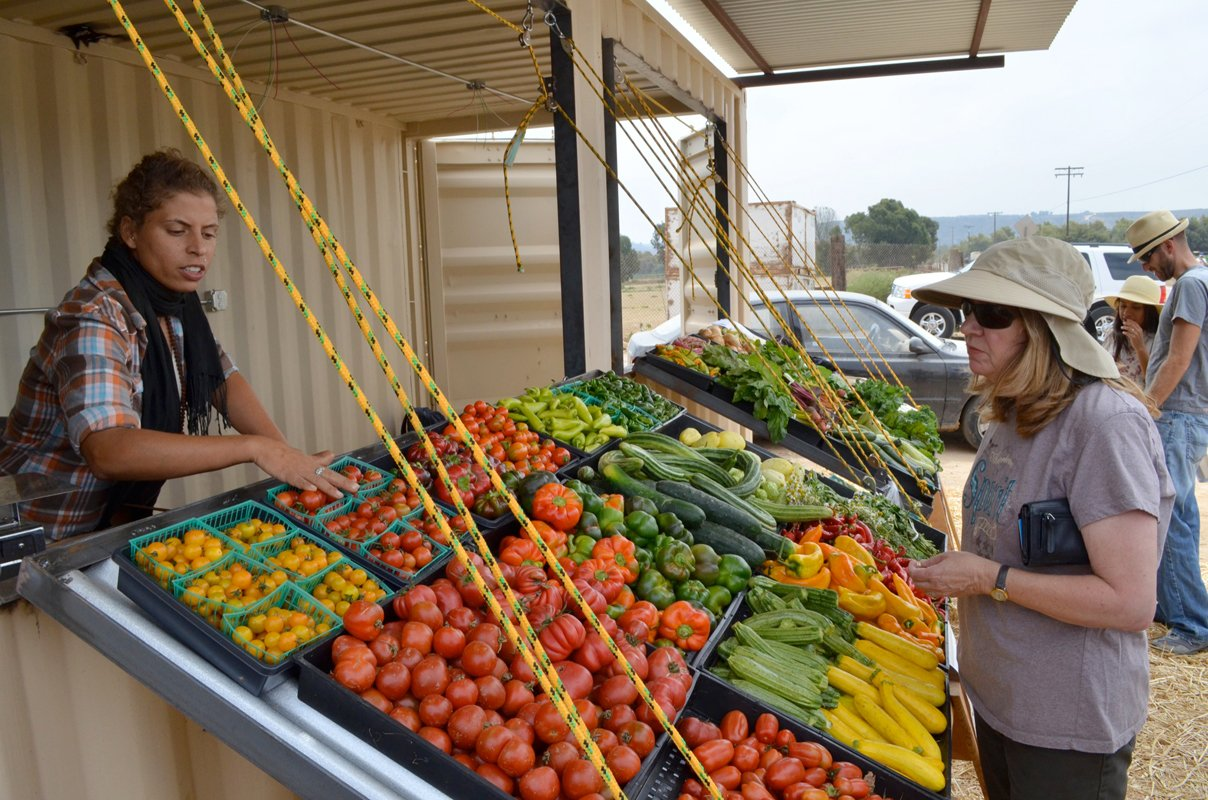 A farmstand selling community-grown food. (Photo CC-licensed by Suzie's Farm)